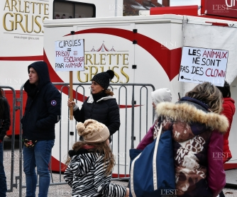 manifestation-antispeciste-devant-l-installation-du-cirque-gruss-contre-la-presentation-et-l-utilisation-d-animaux-en-cage-photo-pierre-mathis-1540741220